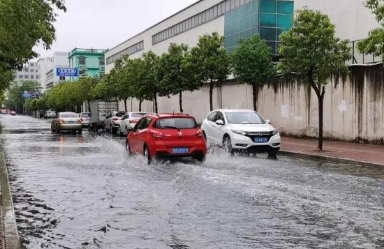汽车淹水后是先报警还是先报保险1