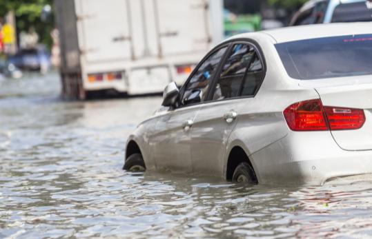 汽车淹水了可以启动吗2