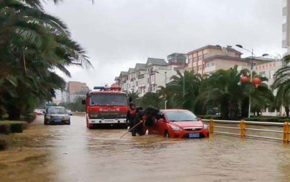 整个车被水淹了保险怎么赔2