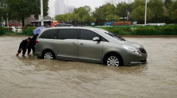 汽车泡水了保险赔吗_车子泡水要找交警吗要找谁处理